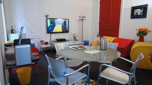 Salle de r union en plein coeur du paris historique for Salon uv paris