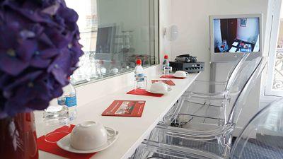 Salle d 39 entretien for Salon uv paris
